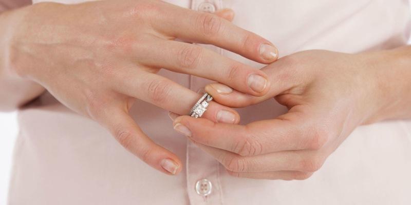 Можно ли супругам подать на алименты без развода
