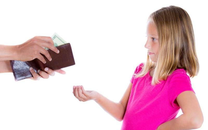Взыскание алиментов на мать ребенка до 3 лет: правила выплат